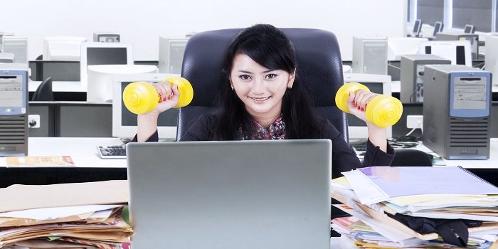 5 tips for building muscles when you stay in the office